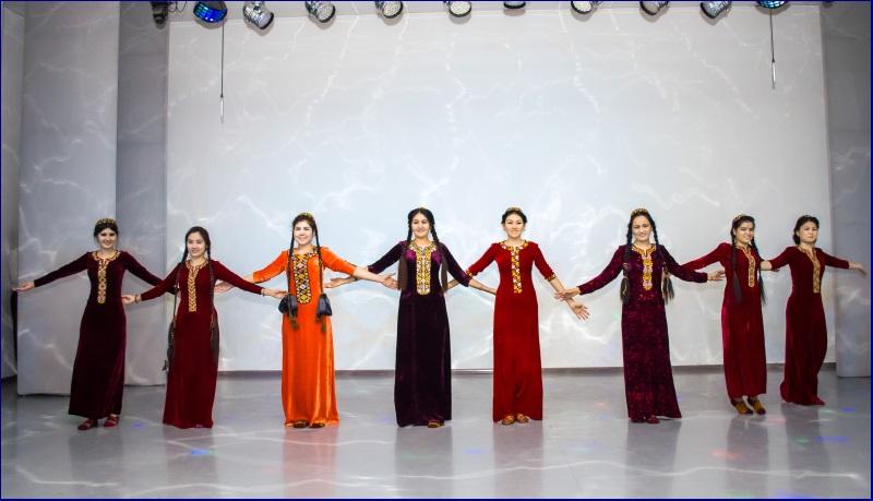 день туркменыстану1